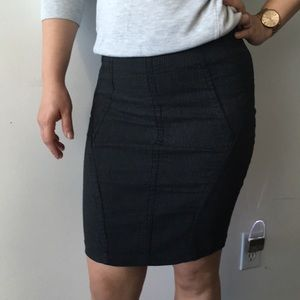 Detailed ribbed pencil skirt